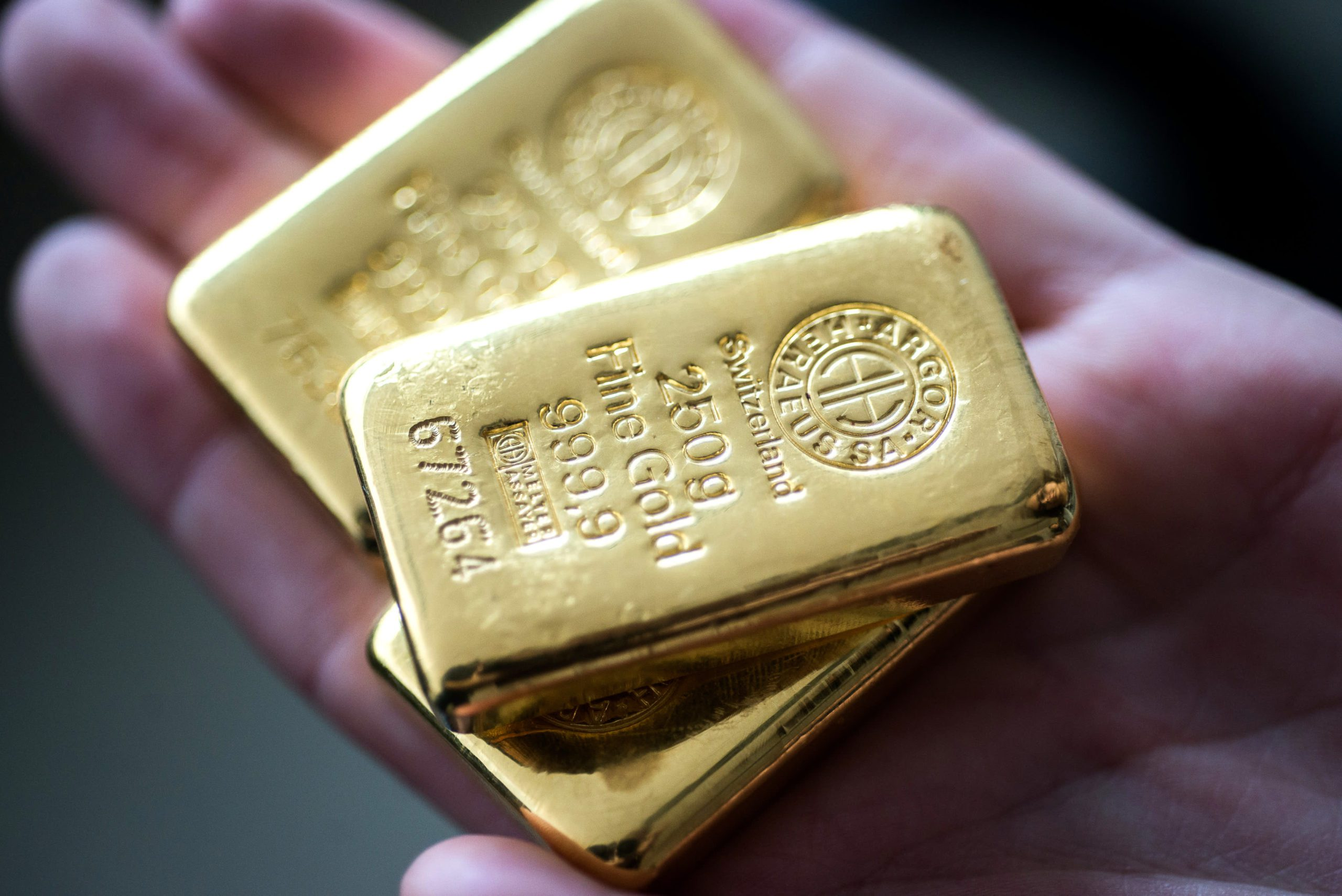 gold-jumps-over-1%-as-us.-fed's-powell-strikes-dovish-tone