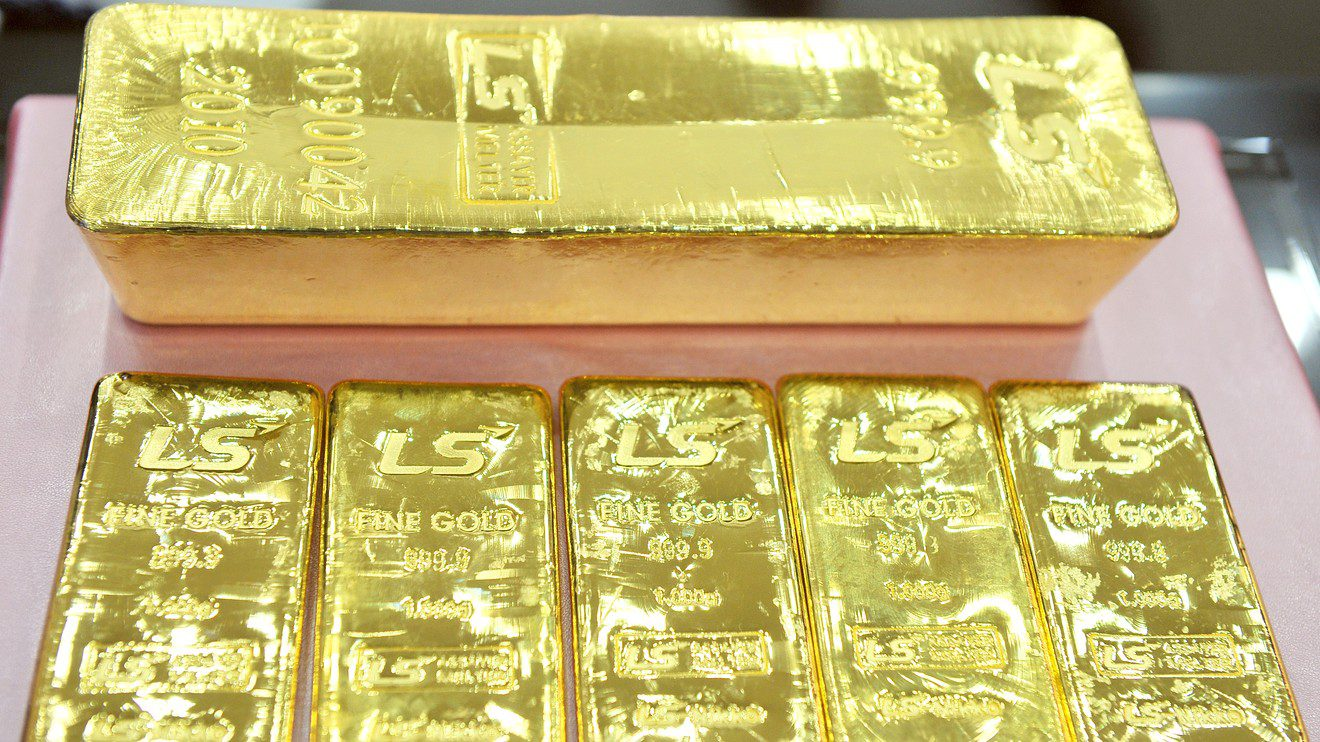 gold-prices-post-a-gain-for-the-first-time-in-4-sessions