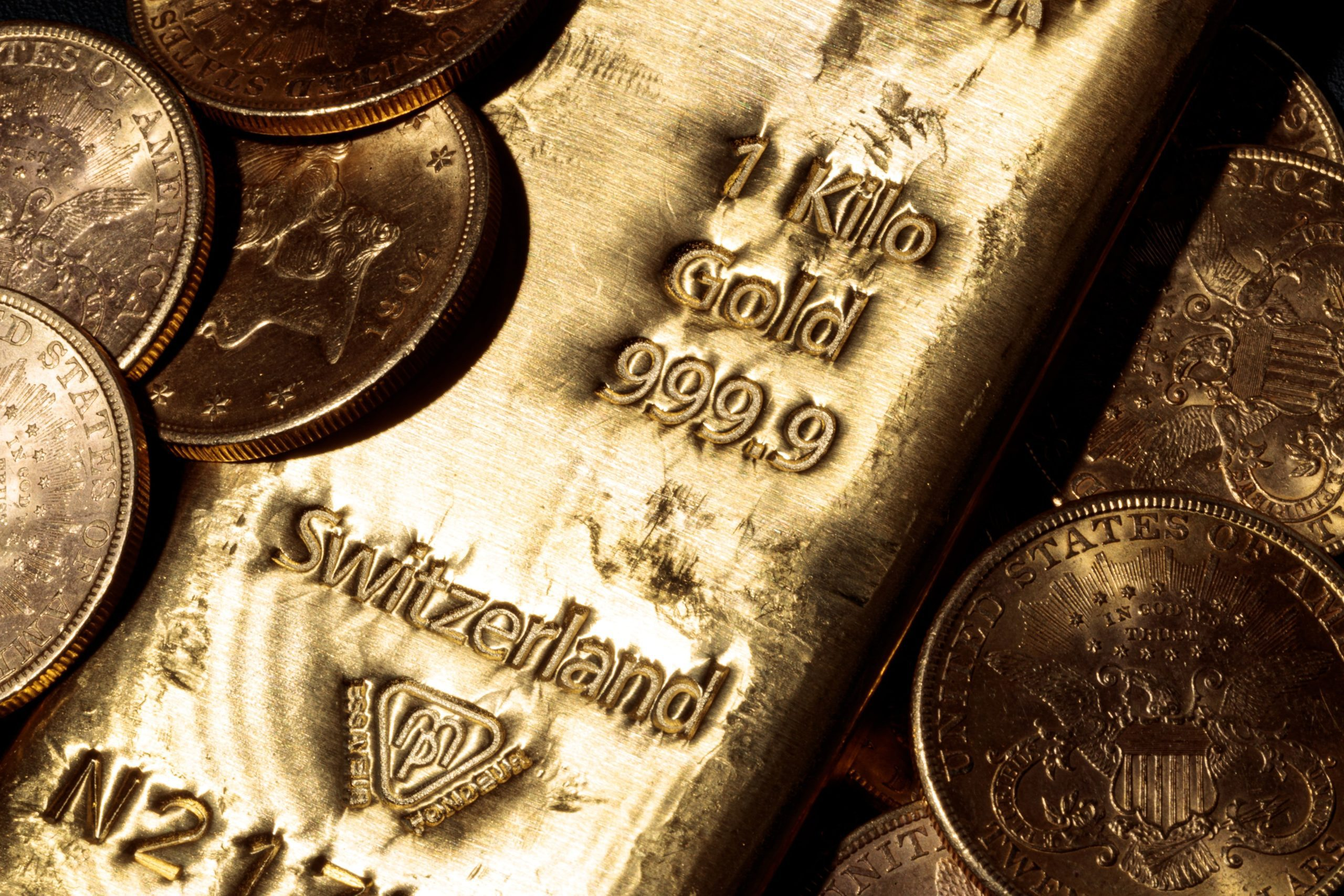 cnbc:-gold-rebounds-as-dollar,-us.-yields-pull-back